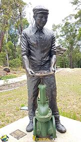 Weir Worker 1902 statue